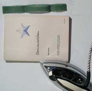 Buch binden - Deckel aufkleben