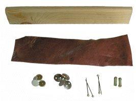 Lederleiste und Stifte zum Spannen des Leders